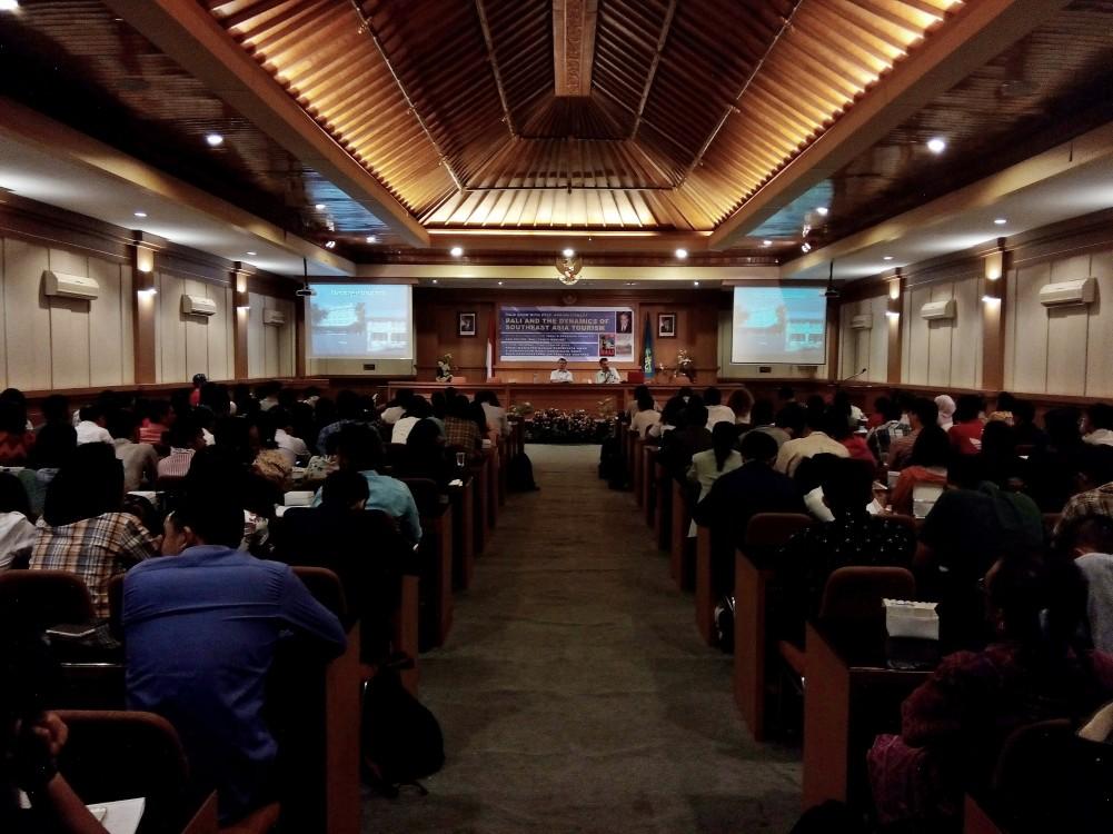 """Seminar Pariwisata Internasional Bertemakan """"Bali and The Dynamics of Southeast Asia Tourism"""""""