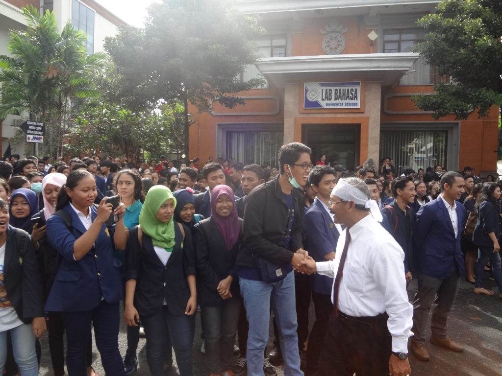 Demo at the Denpasar District Court 27 April 2015