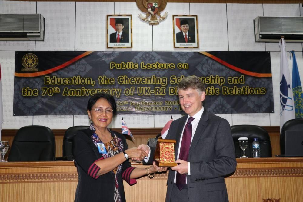 Duta Besar Inggris untuk Indonesia Mr. Owen Jenkins Beri Kuliah Umum di Universitas Udayana