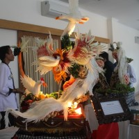 "Carrying Theme ""Bali Green"" Diploma IV Students' Association Faculty of Tourism of Udayana University Held Bali Fruit and Vegetable Carving Competition 2015"