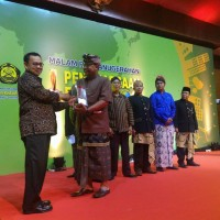 Prof.Dr.Tjokorda Gde Tirta Nindhia, S.T., M.T, Udayana University  Engineering Faculty Staff, Received National Energy Award from  the Ministry of Energy and Mineral Resources
