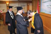 Unud awarded the Honoris Causa Doctor to Prof. Takuya Marumoto, Ph.D