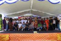 IMPORT BALI CLOTHES, STUDENTS UNUD STUDENTS DIFFERENT IN DAY 'INTERNATONAL STUDENT DAY'